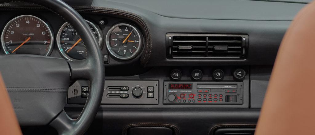 Monteret radio Blaupunkt SQR 46 i bilen